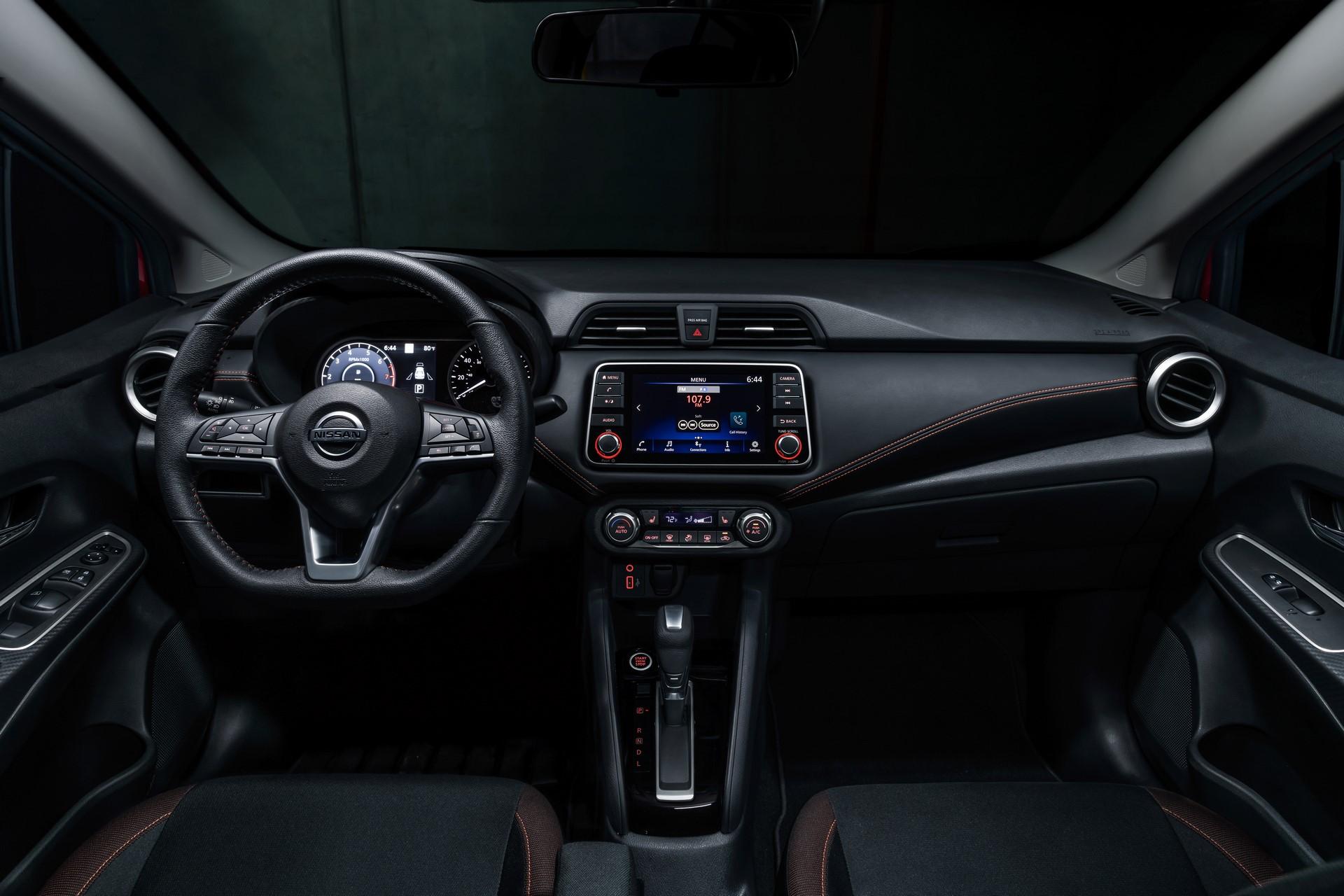 Nissan-Versa-2020-20