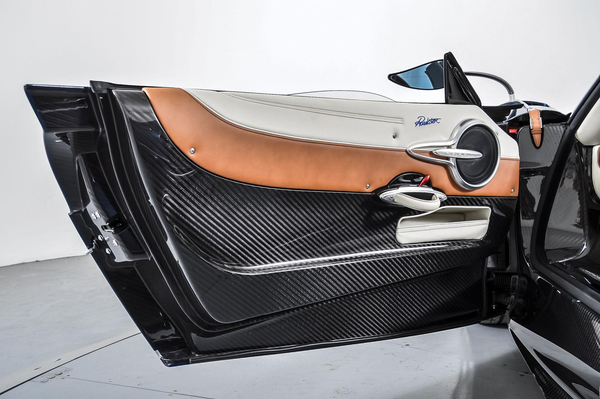 Pagani_Huayra_Roadster_sale_0012