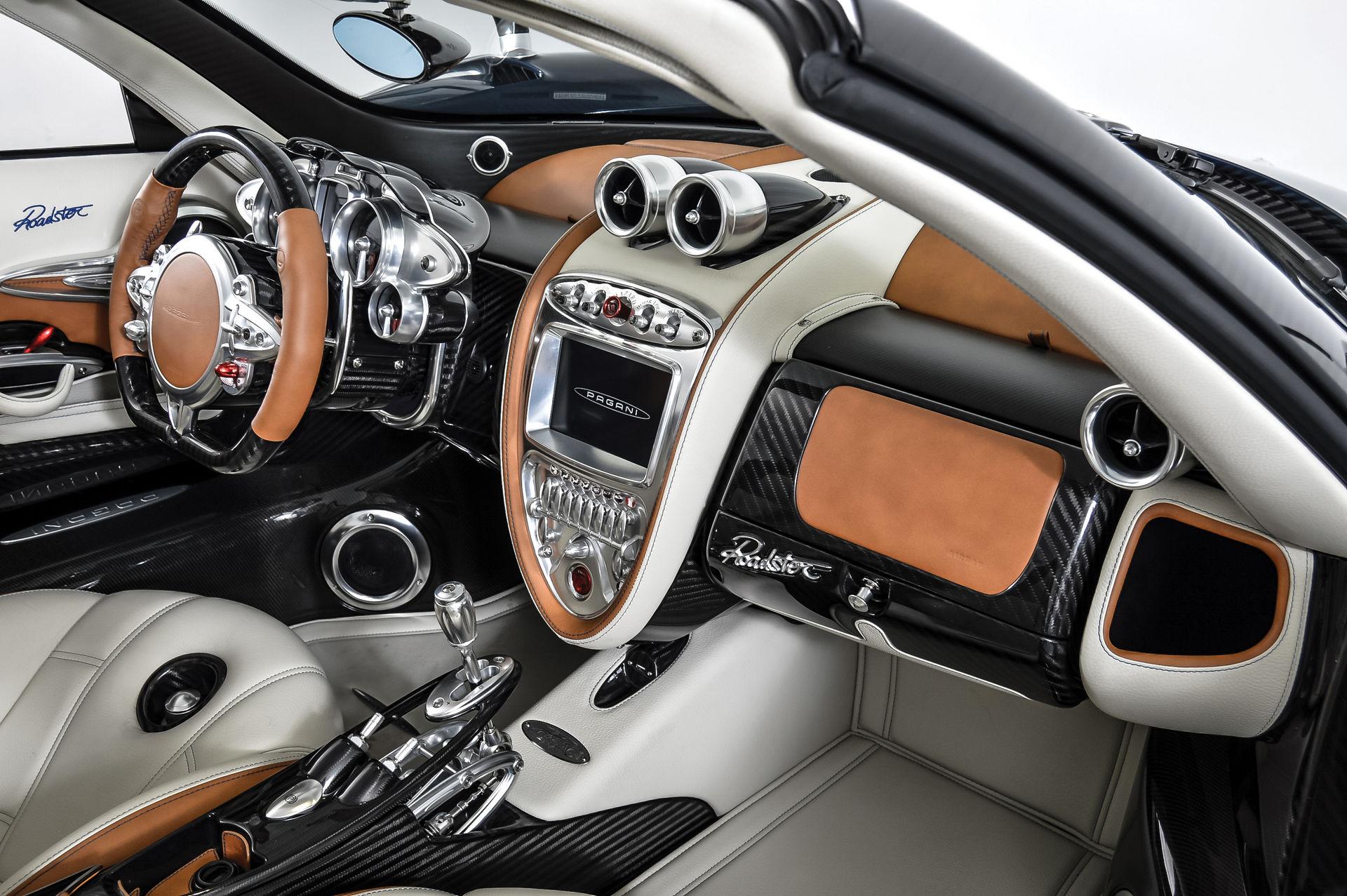 Pagani_Huayra_Roadster_sale_0015