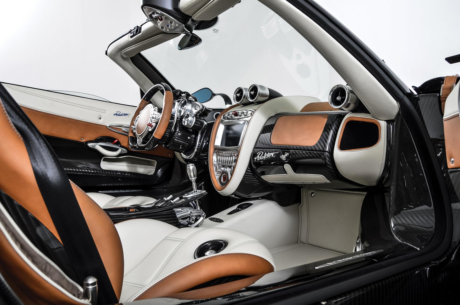 Pagani_Huayra_Roadster_sale_0016