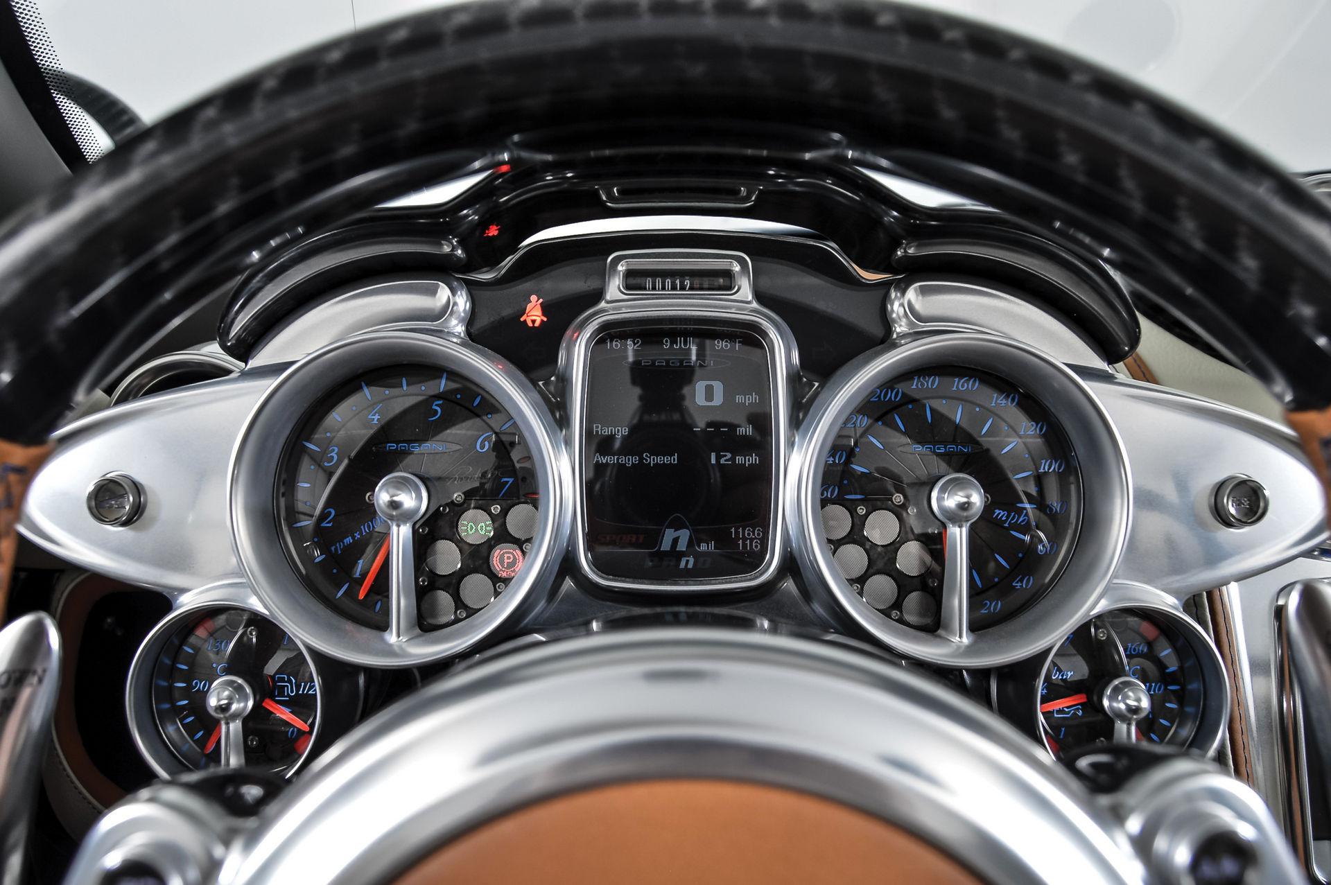 Pagani_Huayra_Roadster_sale_0017