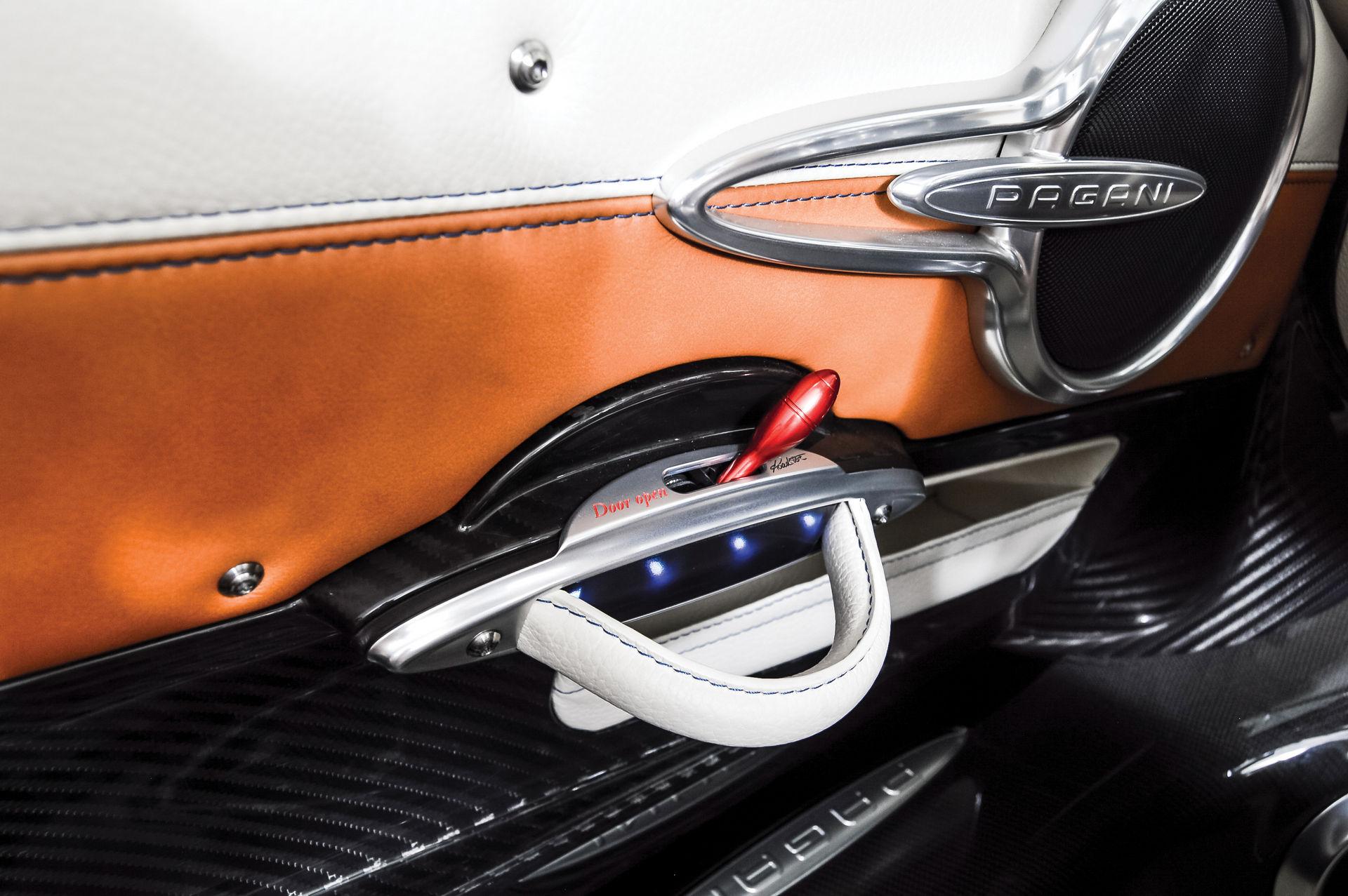 Pagani_Huayra_Roadster_sale_0023