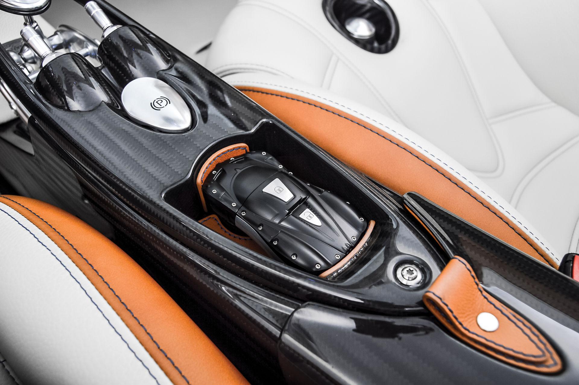 Pagani_Huayra_Roadster_sale_0025