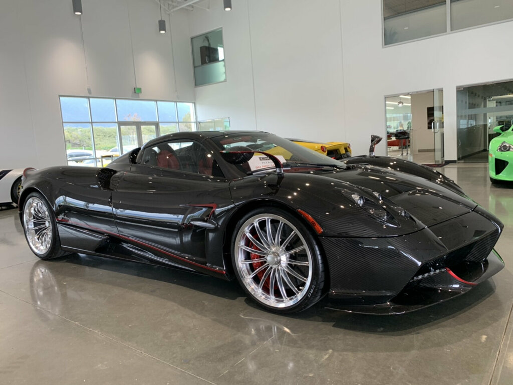 Pagani-Huayra-Roadster-for-sale-9