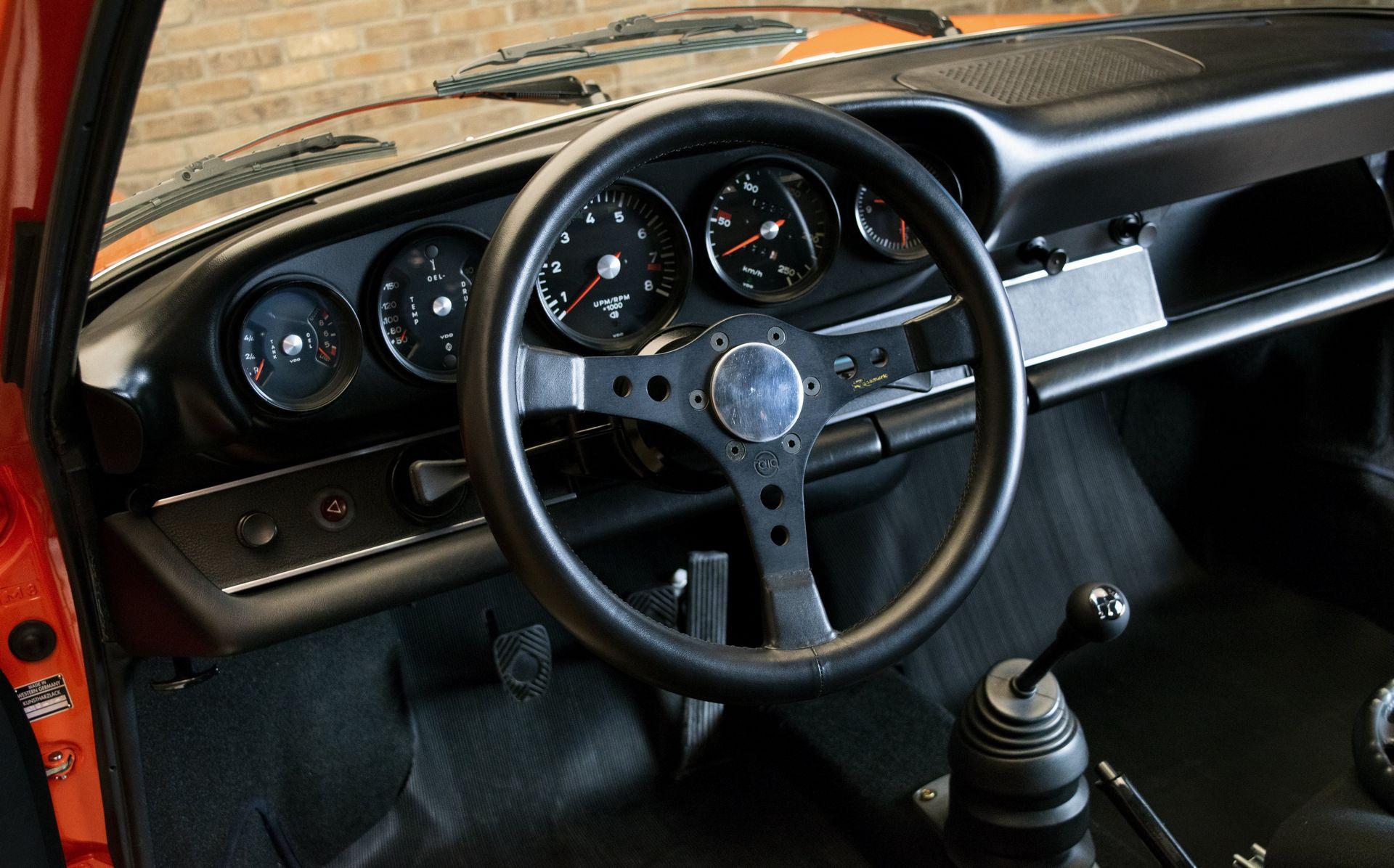 cc7e7bde-porsche-911-carrera-rs-7