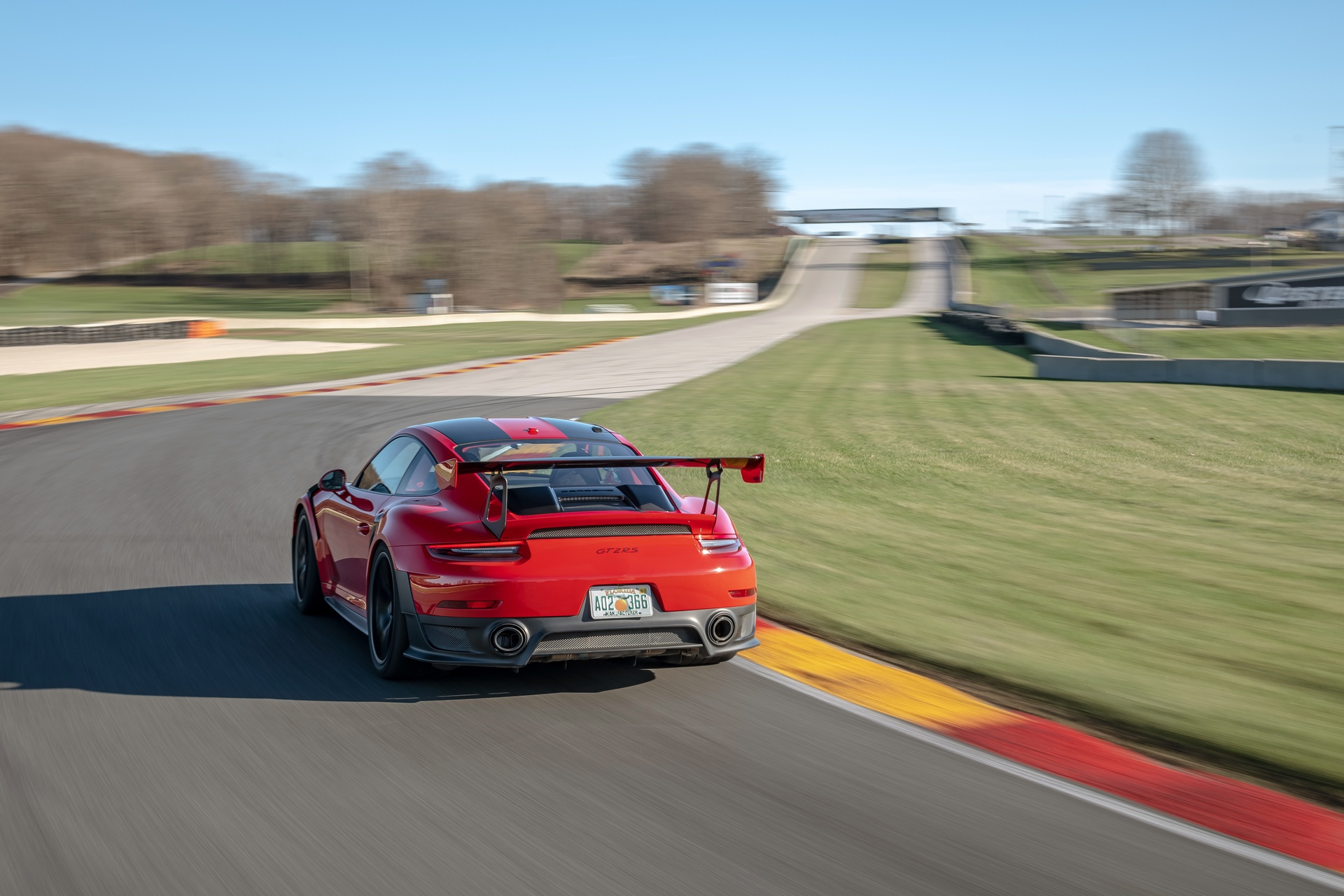 Porsche_911_GT2_RS_Road_America_0002