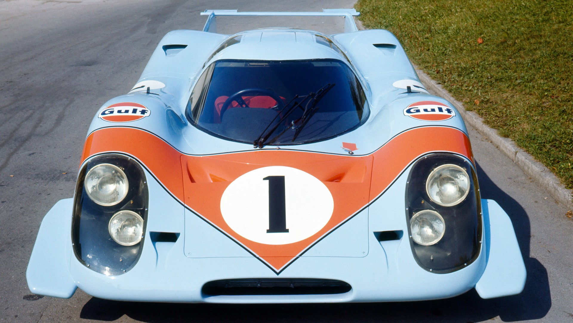1593613_917_in_the_brand_colours_of_us_oil_company_and_sponsor_gulf_light_blue_and_orange_porsche_ag
