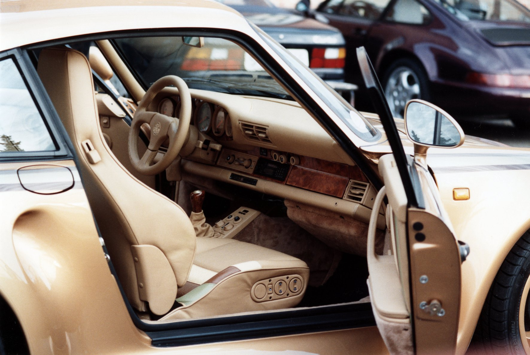 558e9e63-porsche-exclusive-959-in-gold-built-for-arab-prince-8