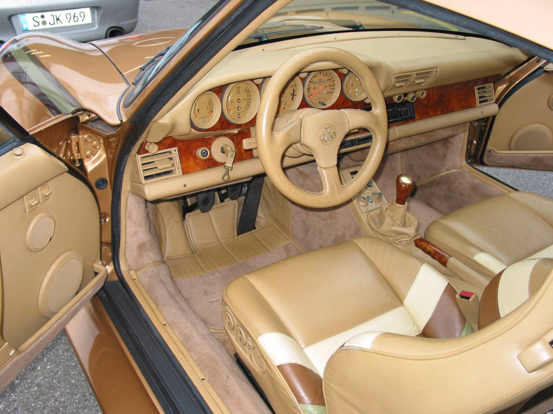 6b609feb-porsche-exclusive-959-in-gold-built-for-arab-prince-7