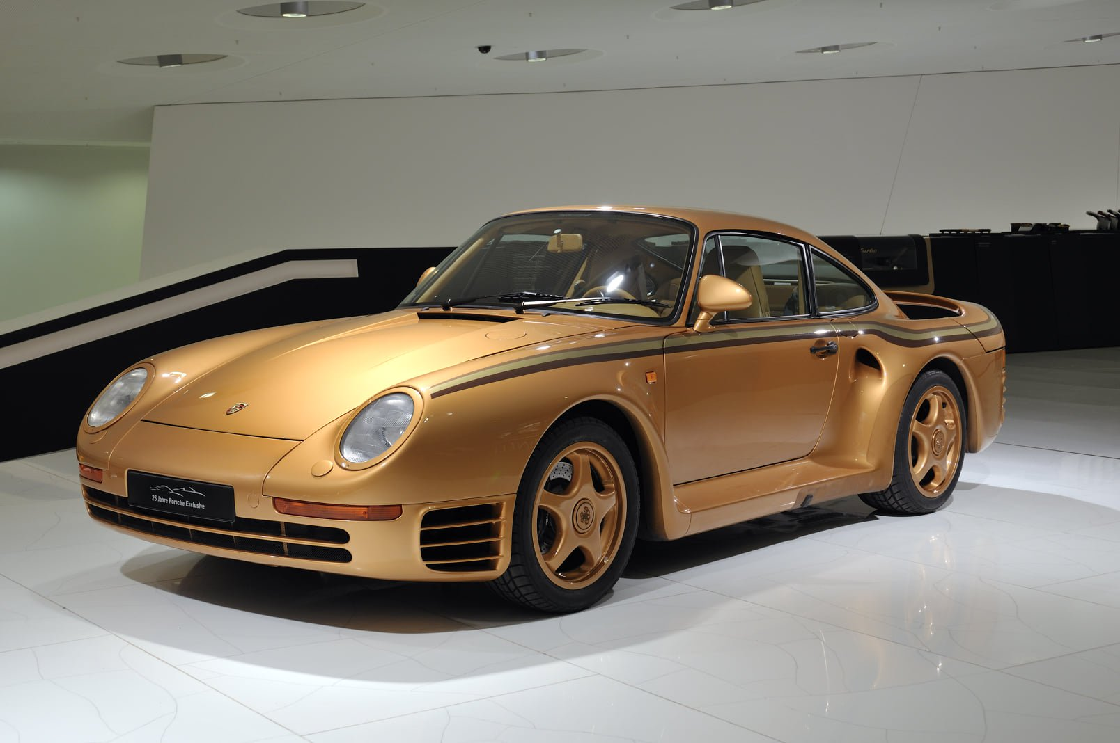 e2f1a34a-porsche-exclusive-959-in-gold-built-for-arab-prince-1