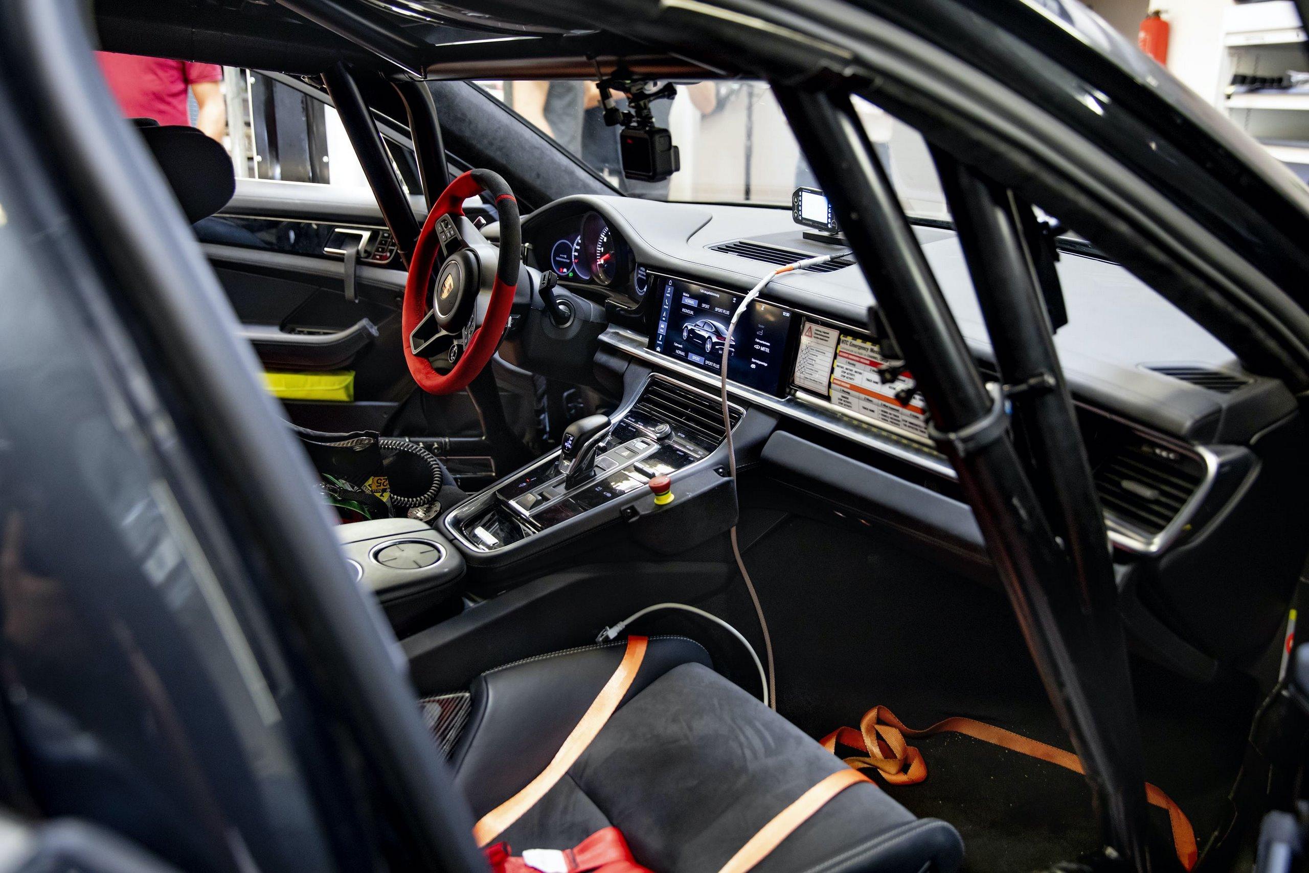 Porsche-Panamera-Lion-6