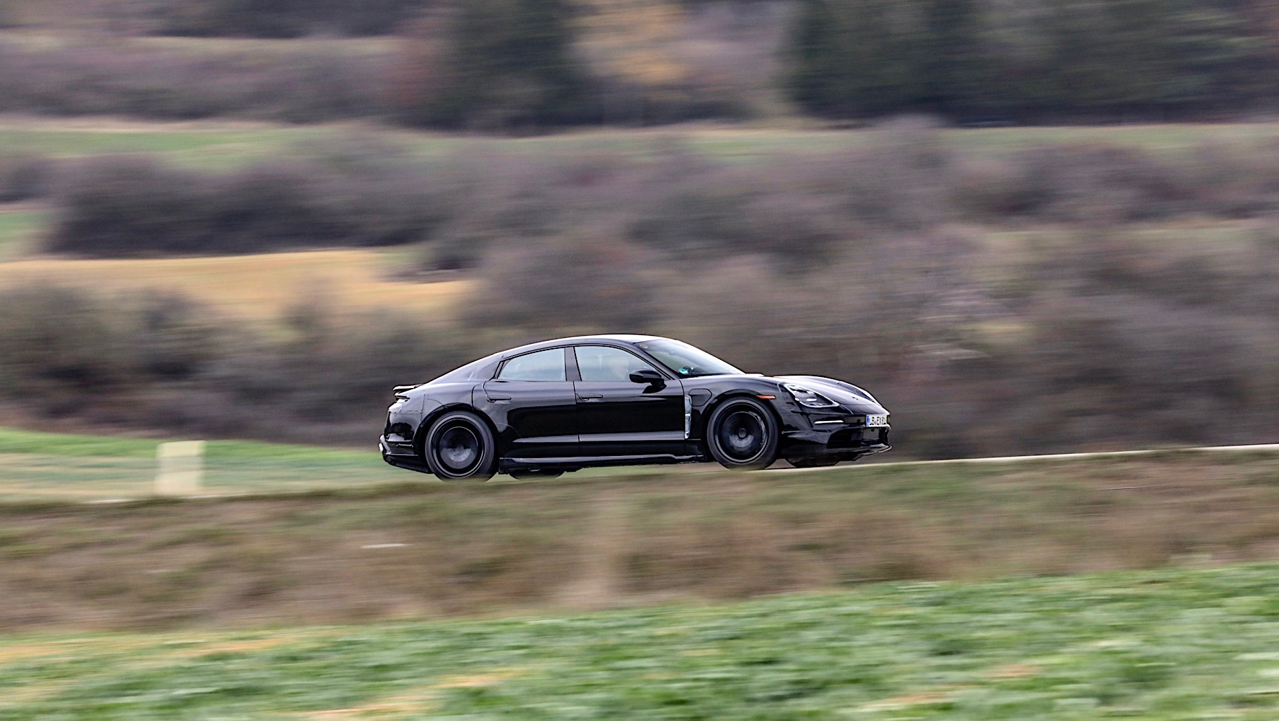 Porsche-Taycan-spy-photos-7