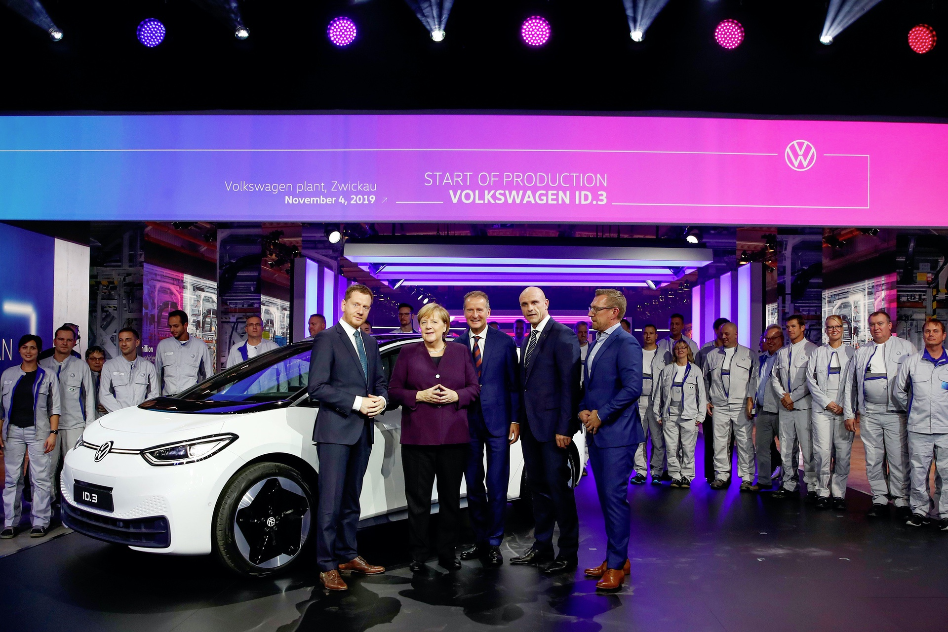 Volkswagen initiates system changeover to e-mobility – Product