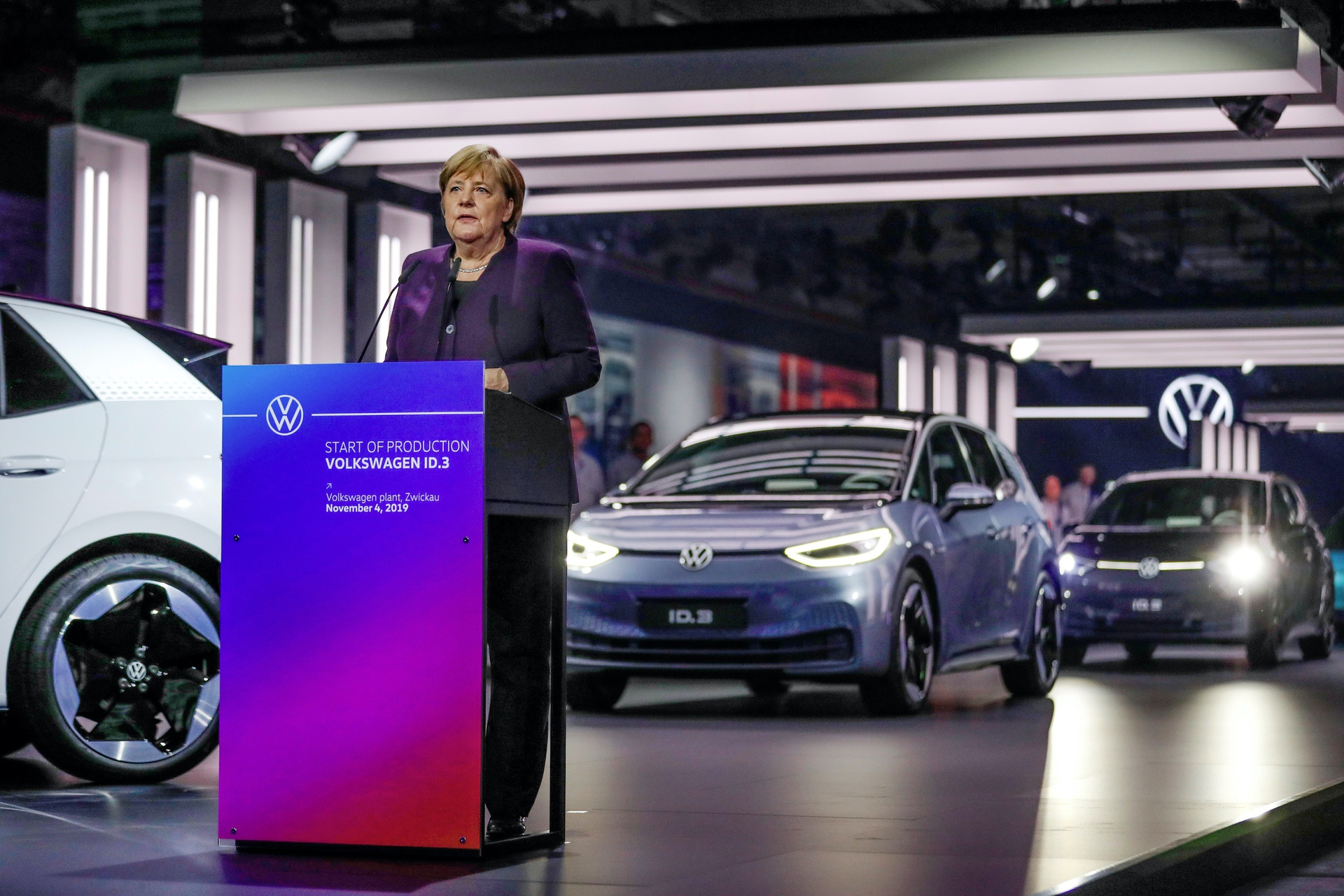 Volkswagen initiates system changeover to e-mobility ñ Product