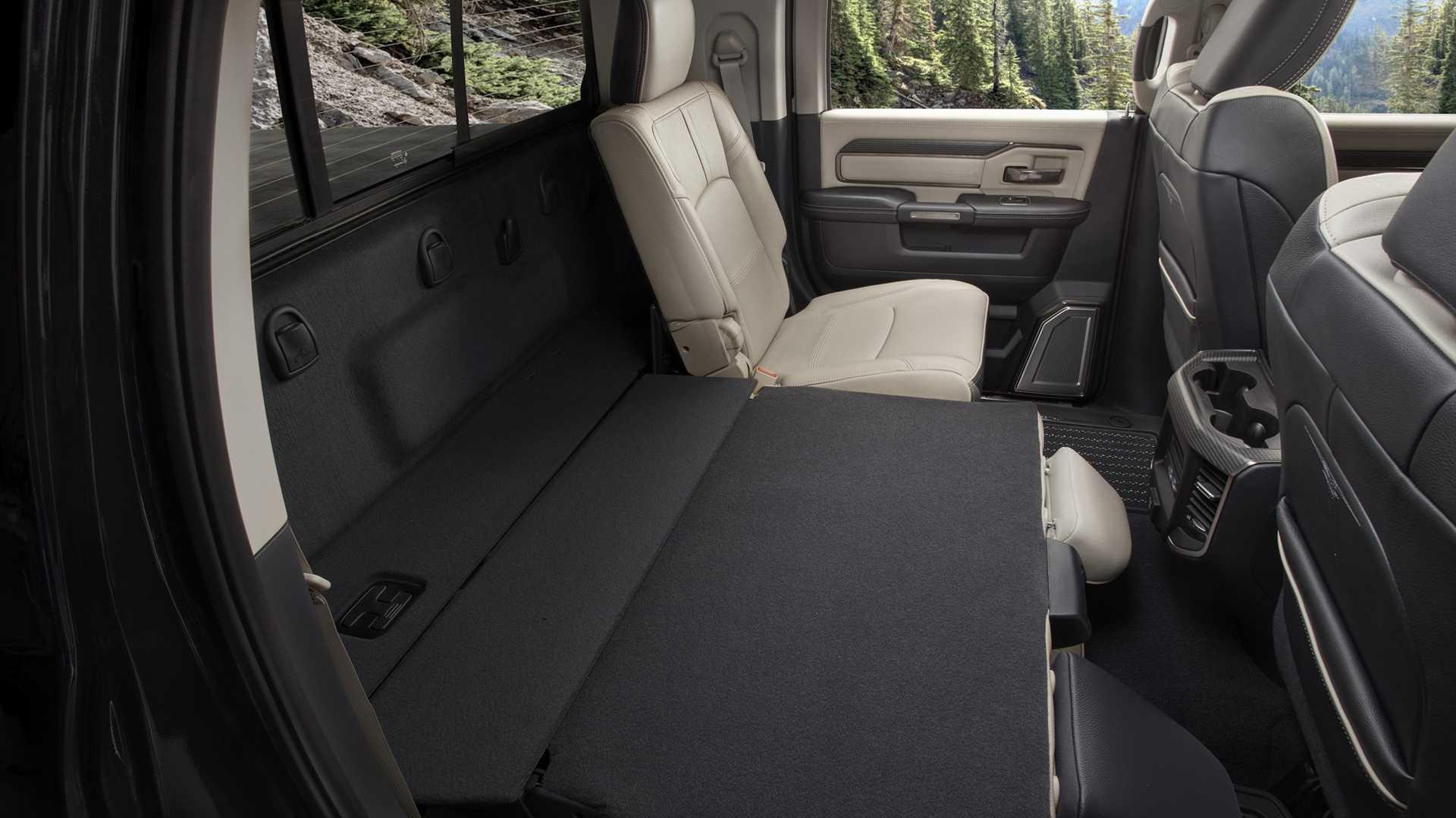 2019-ram-heavy-duty-interior (65)