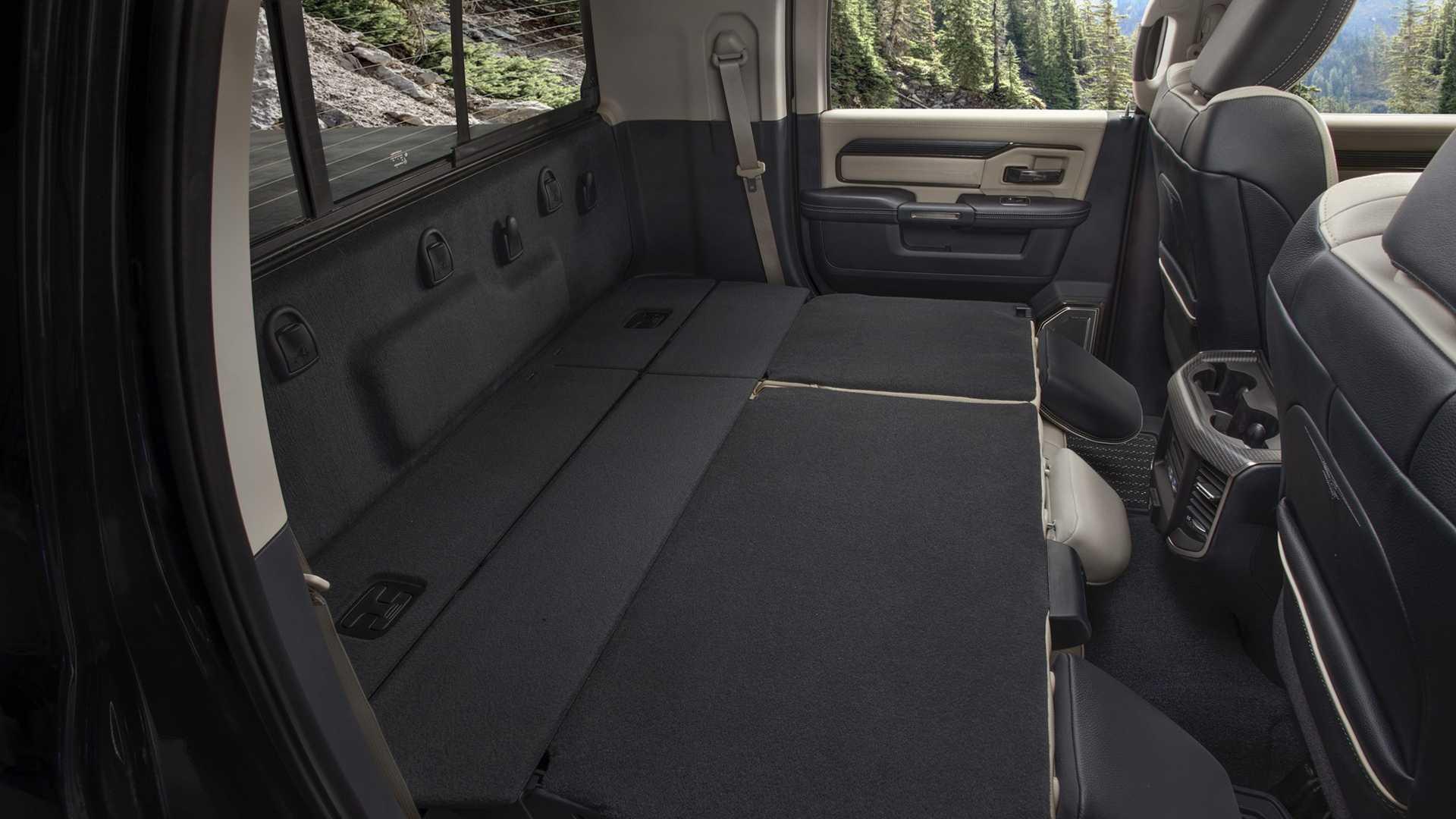 2019-ram-heavy-duty-interior (66)