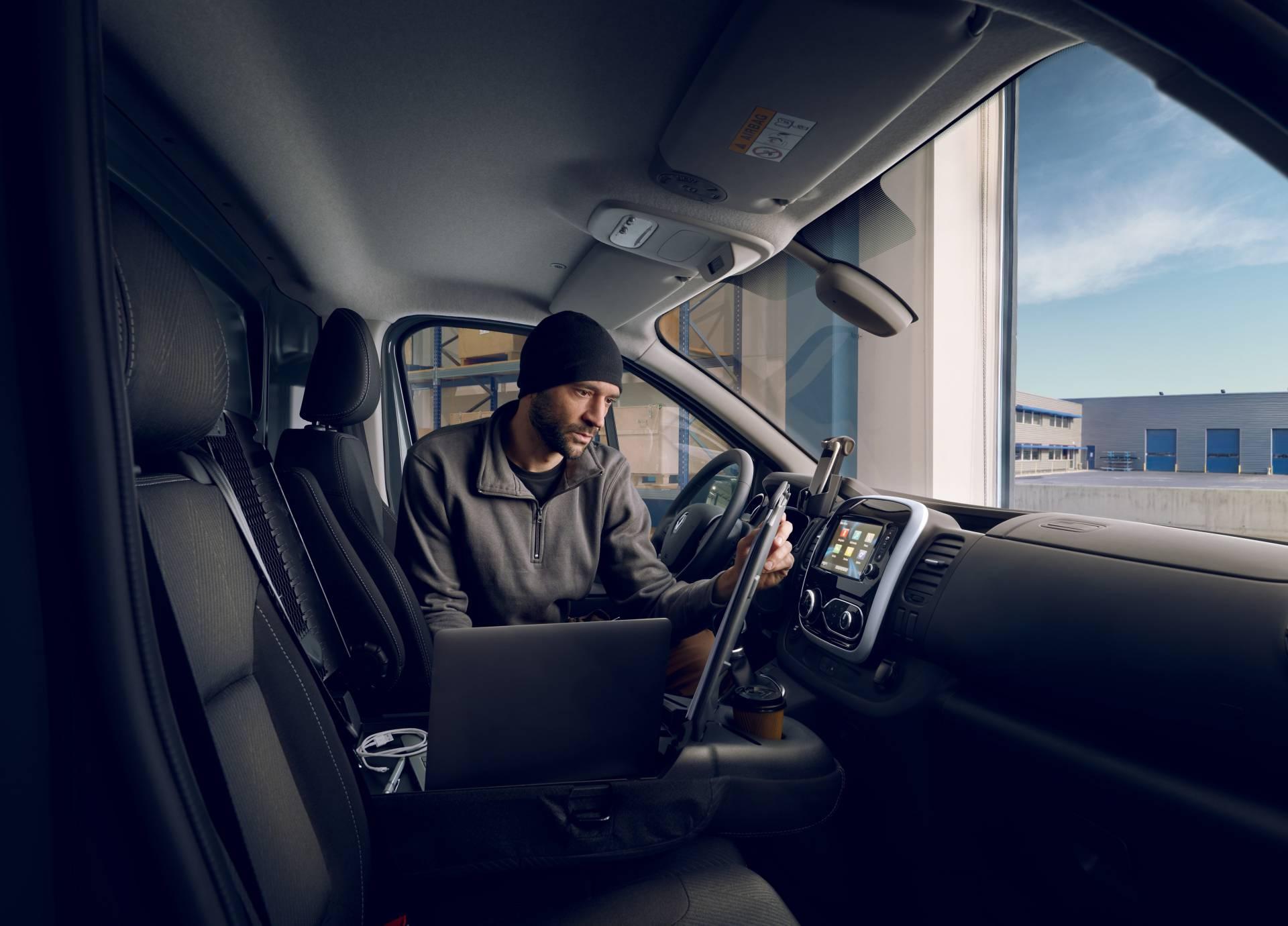 0c036718-2019my-renault-trafic-van-facelift-12