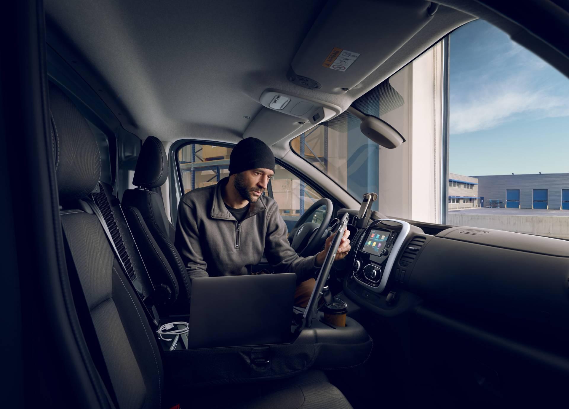 eb352cfd-2019my-renault-trafic-van-facelift-13