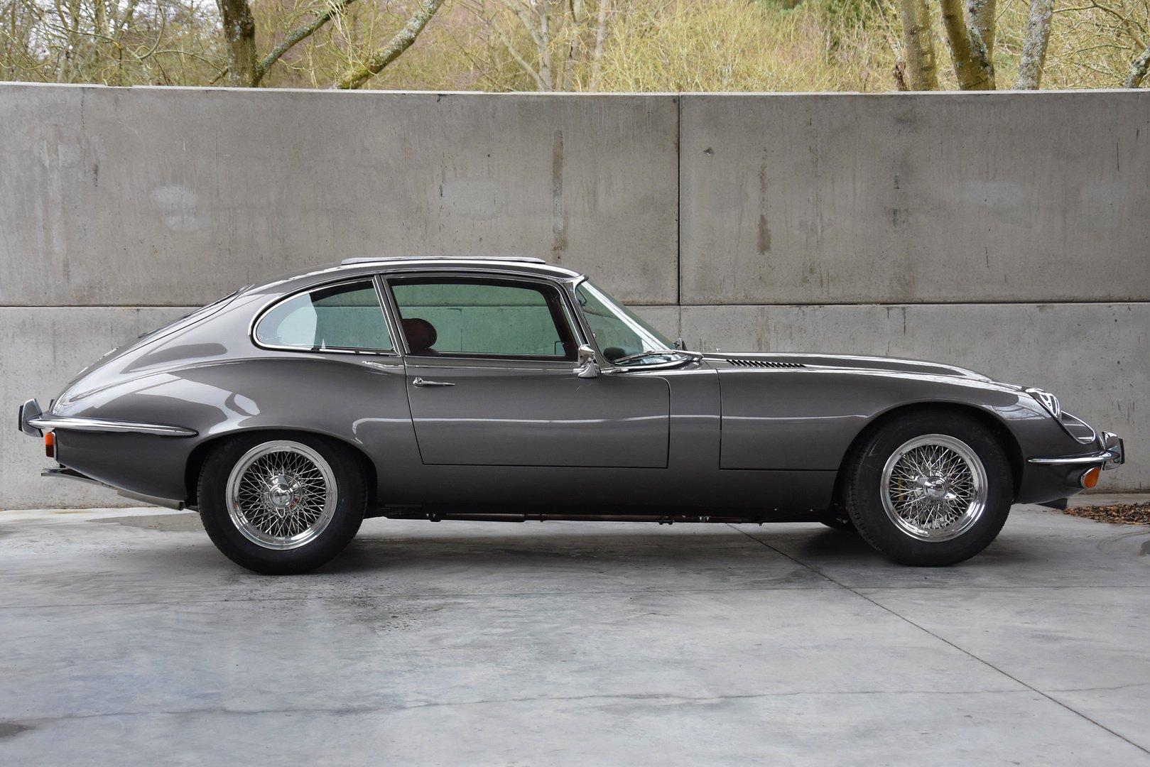 Restored Jaguar E-Type Series 3 1973 (4)