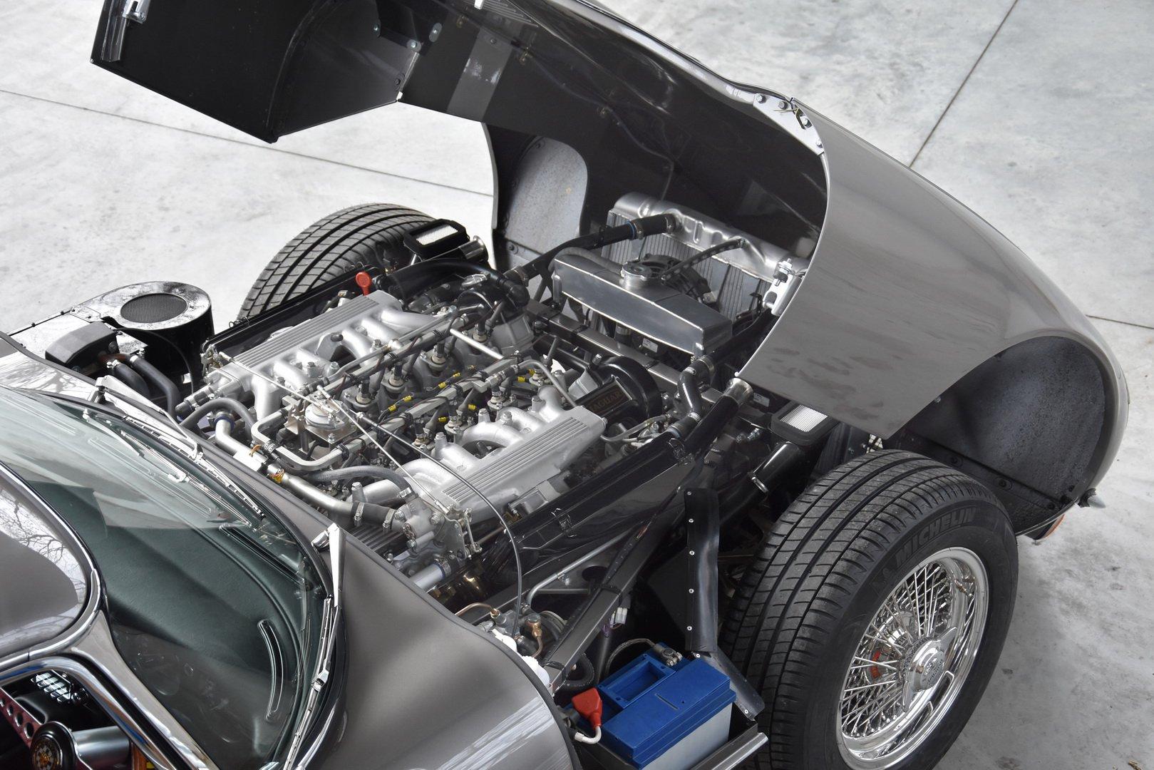 Restored Jaguar E-Type Series 3 1973 (5)
