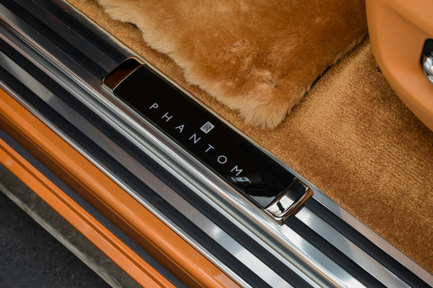 Rolls-Royce-Phantom-Privacy-Suite-11