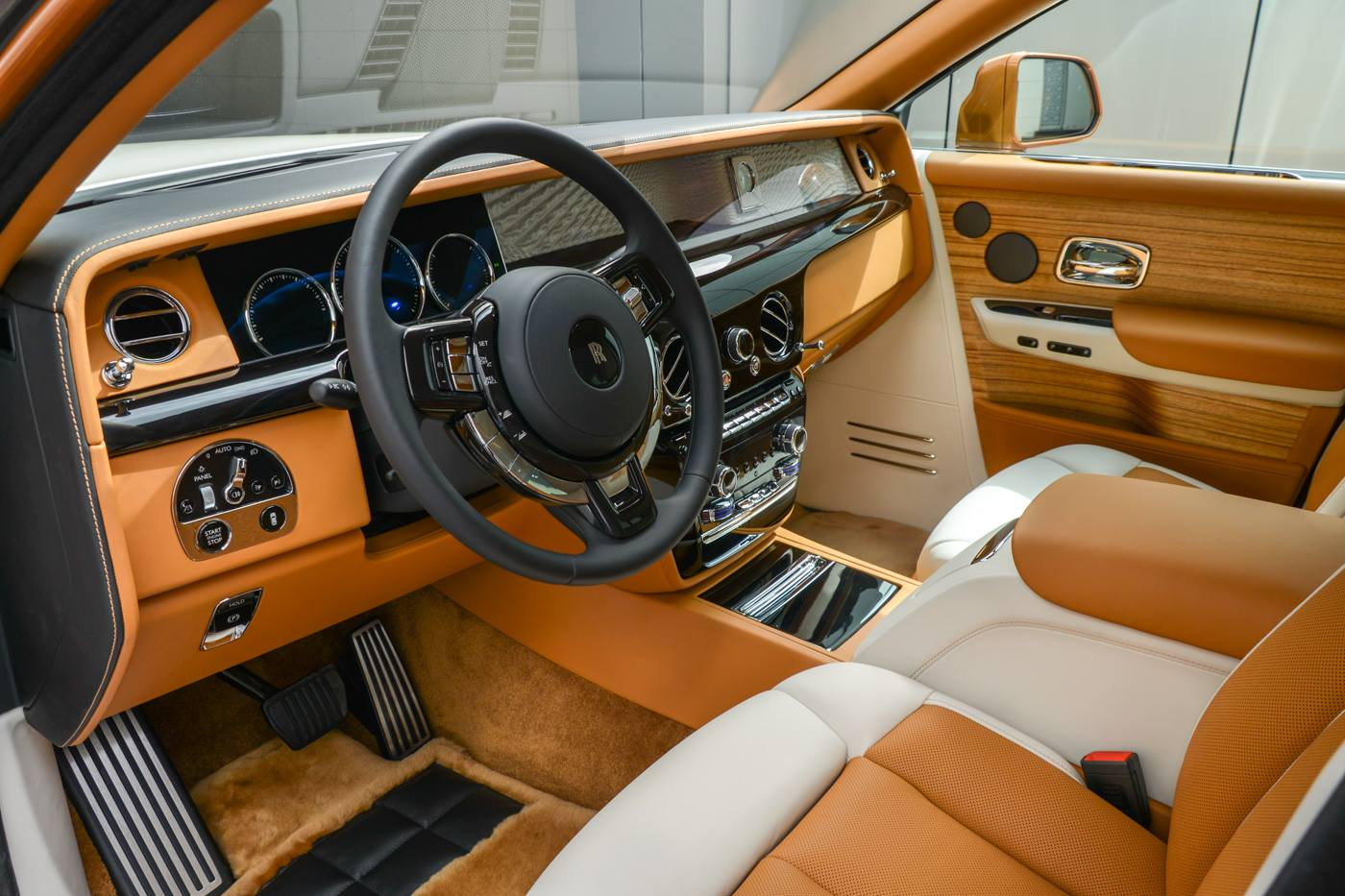Rolls-Royce-Phantom-Privacy-Suite-12