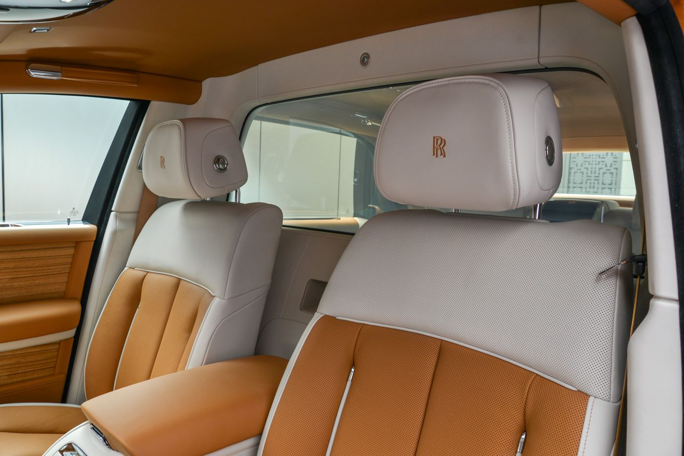 Rolls-Royce-Phantom-Privacy-Suite-13