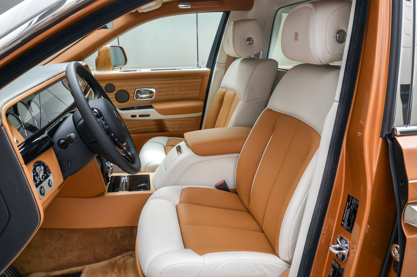Rolls-Royce-Phantom-Privacy-Suite-14