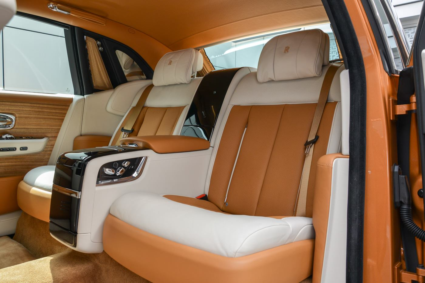 Rolls-Royce-Phantom-Privacy-Suite-16