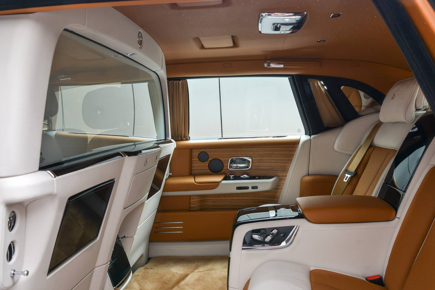 Rolls-Royce-Phantom-Privacy-Suite-17