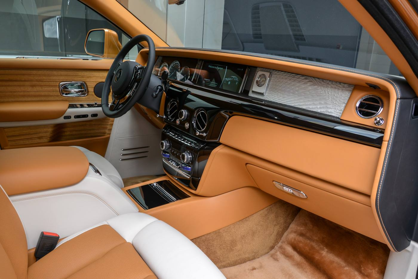 Rolls-Royce-Phantom-Privacy-Suite-18
