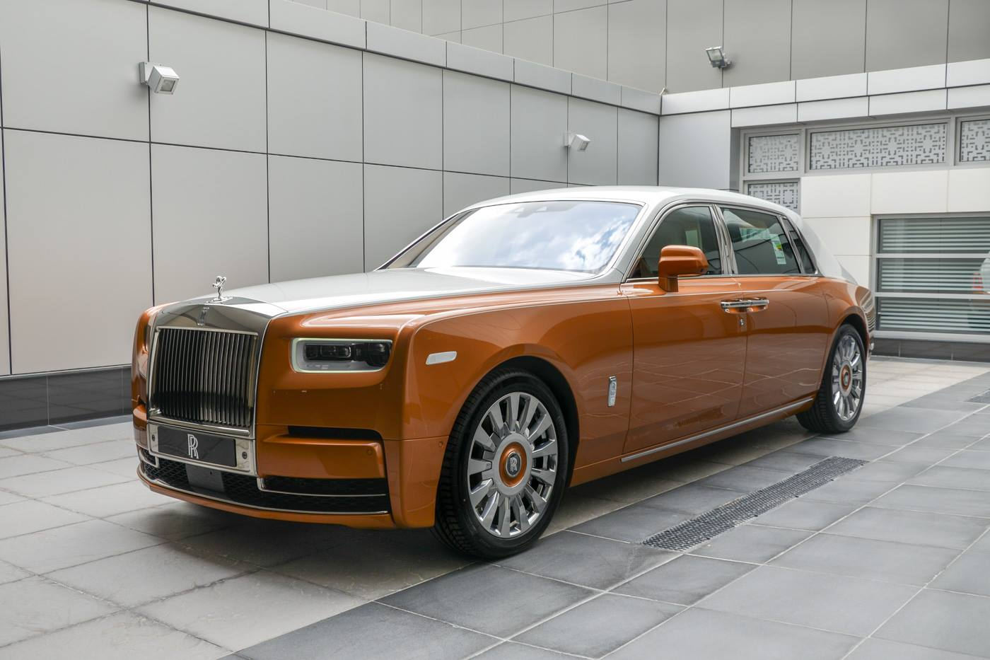 Rolls-Royce-Phantom-Privacy-Suite-2
