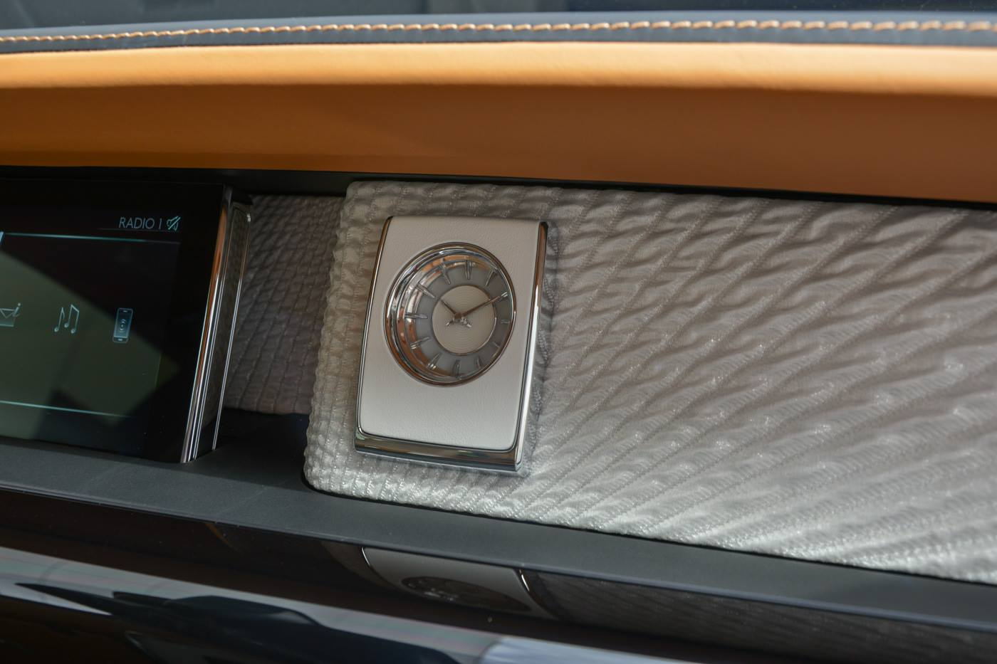Rolls-Royce-Phantom-Privacy-Suite-20