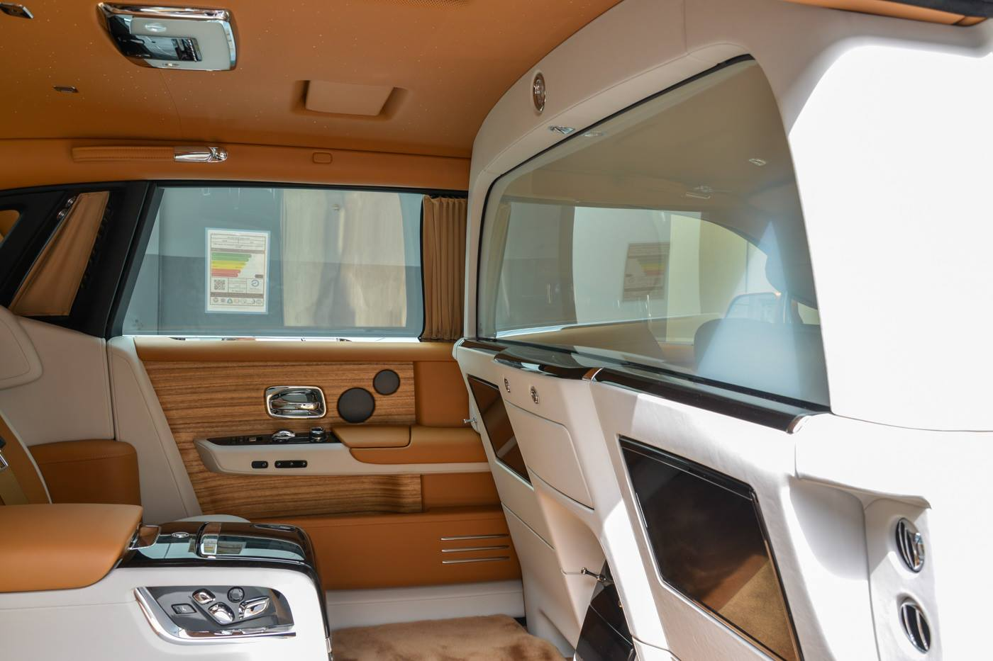 Rolls-Royce-Phantom-Privacy-Suite-23