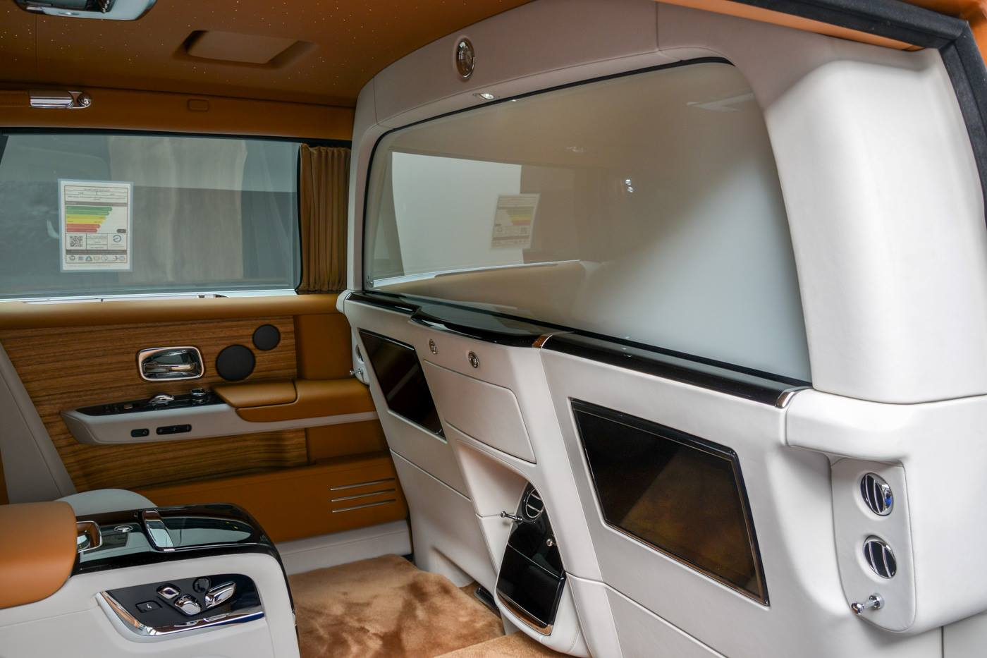 Rolls-Royce-Phantom-Privacy-Suite-25