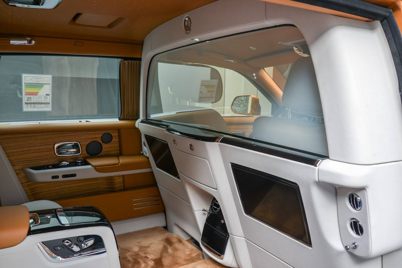 Rolls-Royce-Phantom-Privacy-Suite-26
