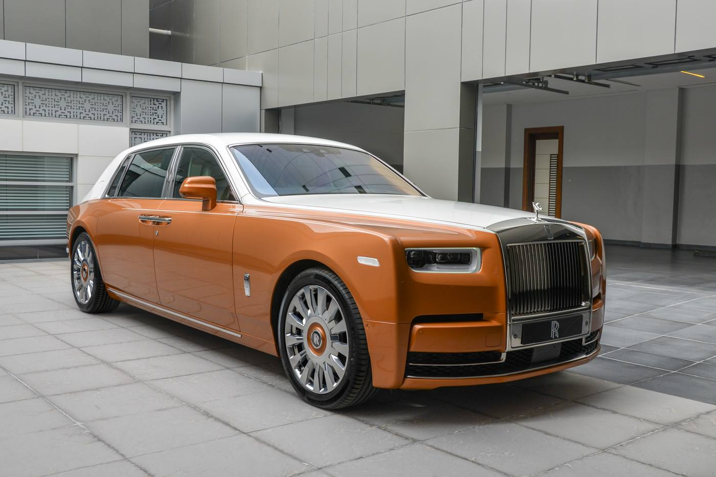 Rolls-Royce-Phantom-Privacy-Suite-3