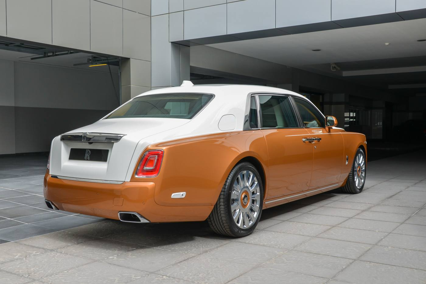 Rolls-Royce-Phantom-Privacy-Suite-7