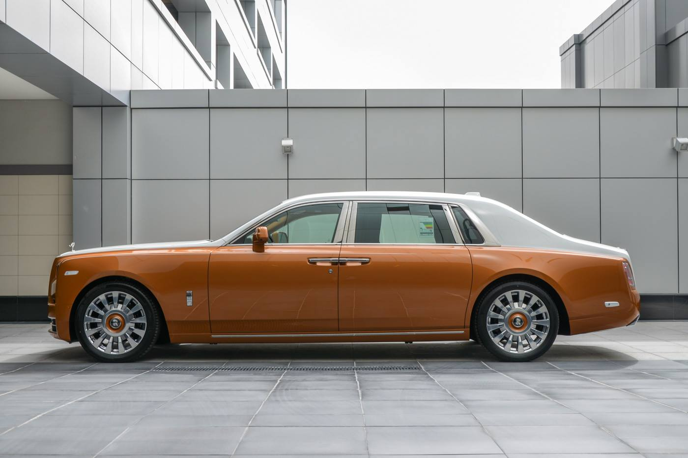 Rolls-Royce-Phantom-Privacy-Suite-8