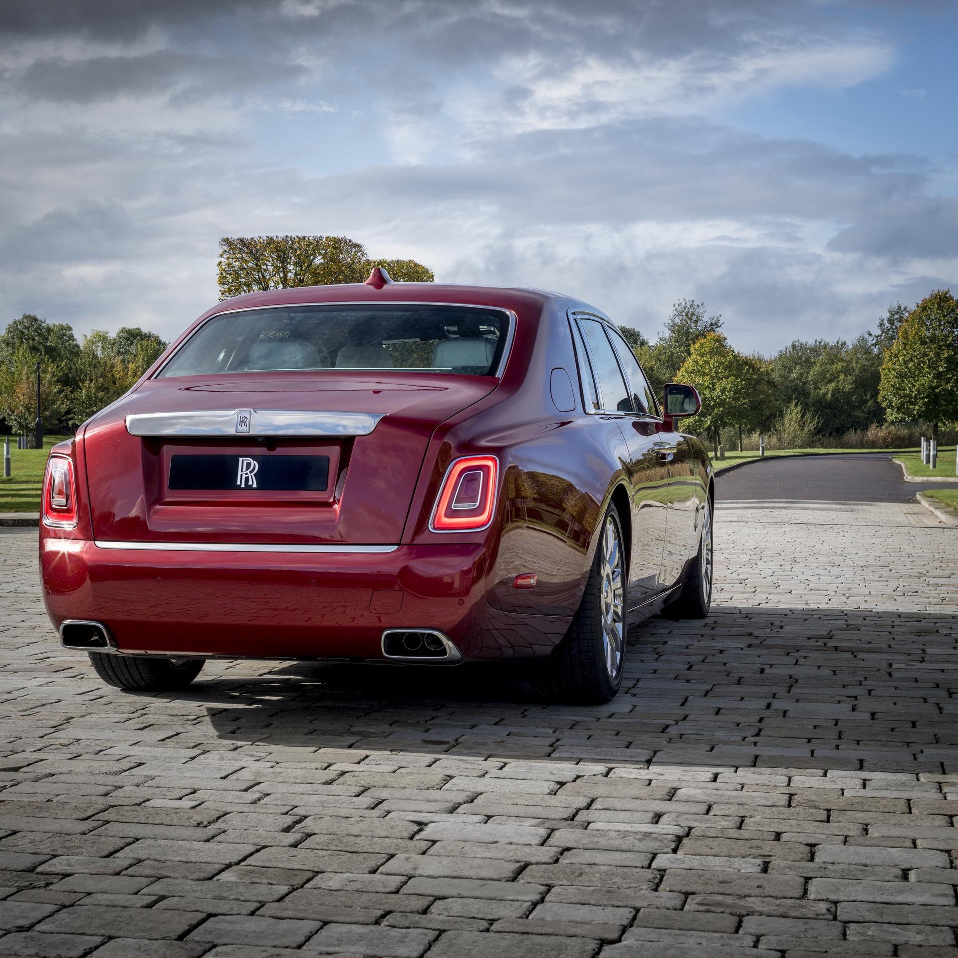 Rolls-Royce_Red_Phantom_0010