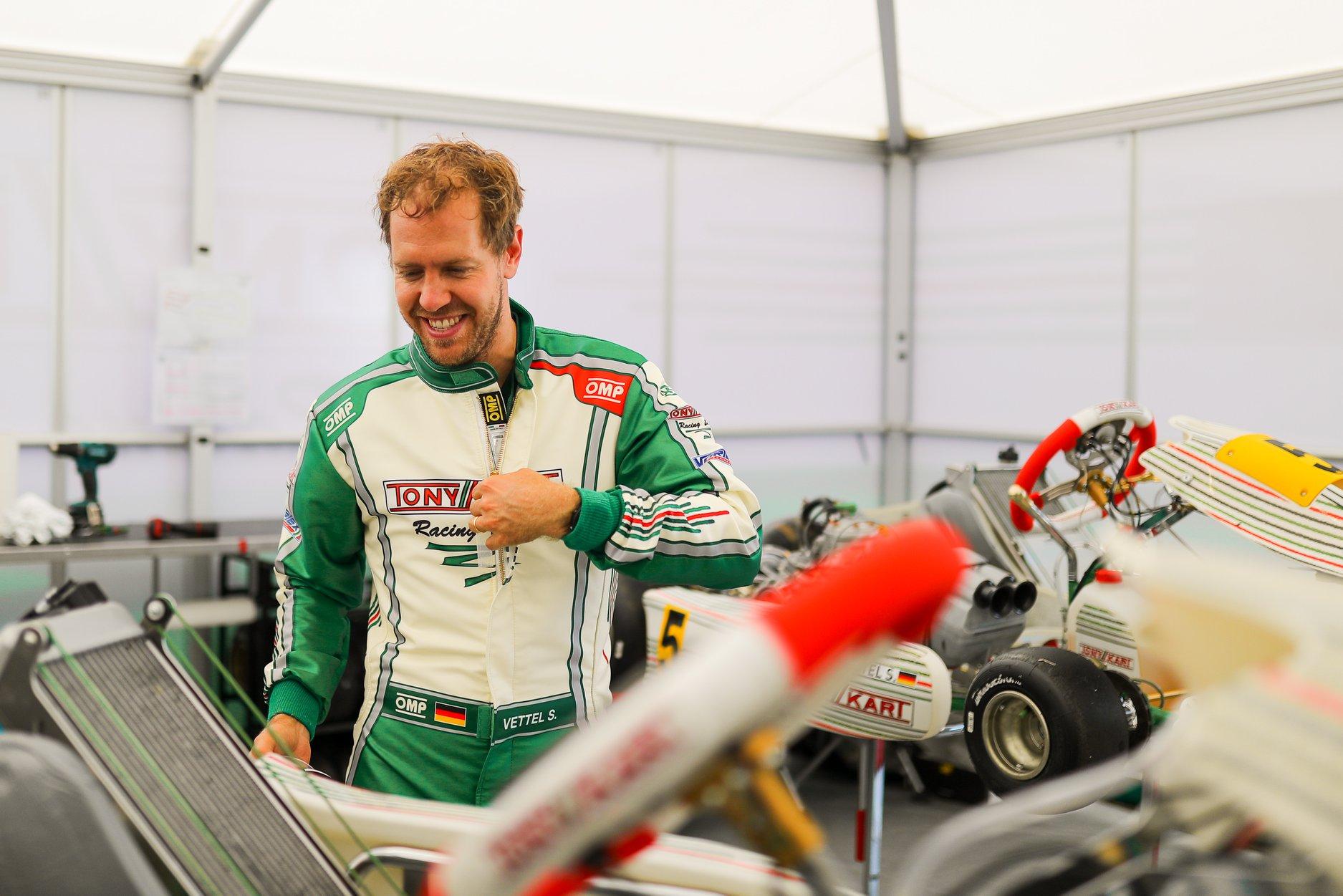 Sebastian_Vettel_testing_Tony_Kart_0004