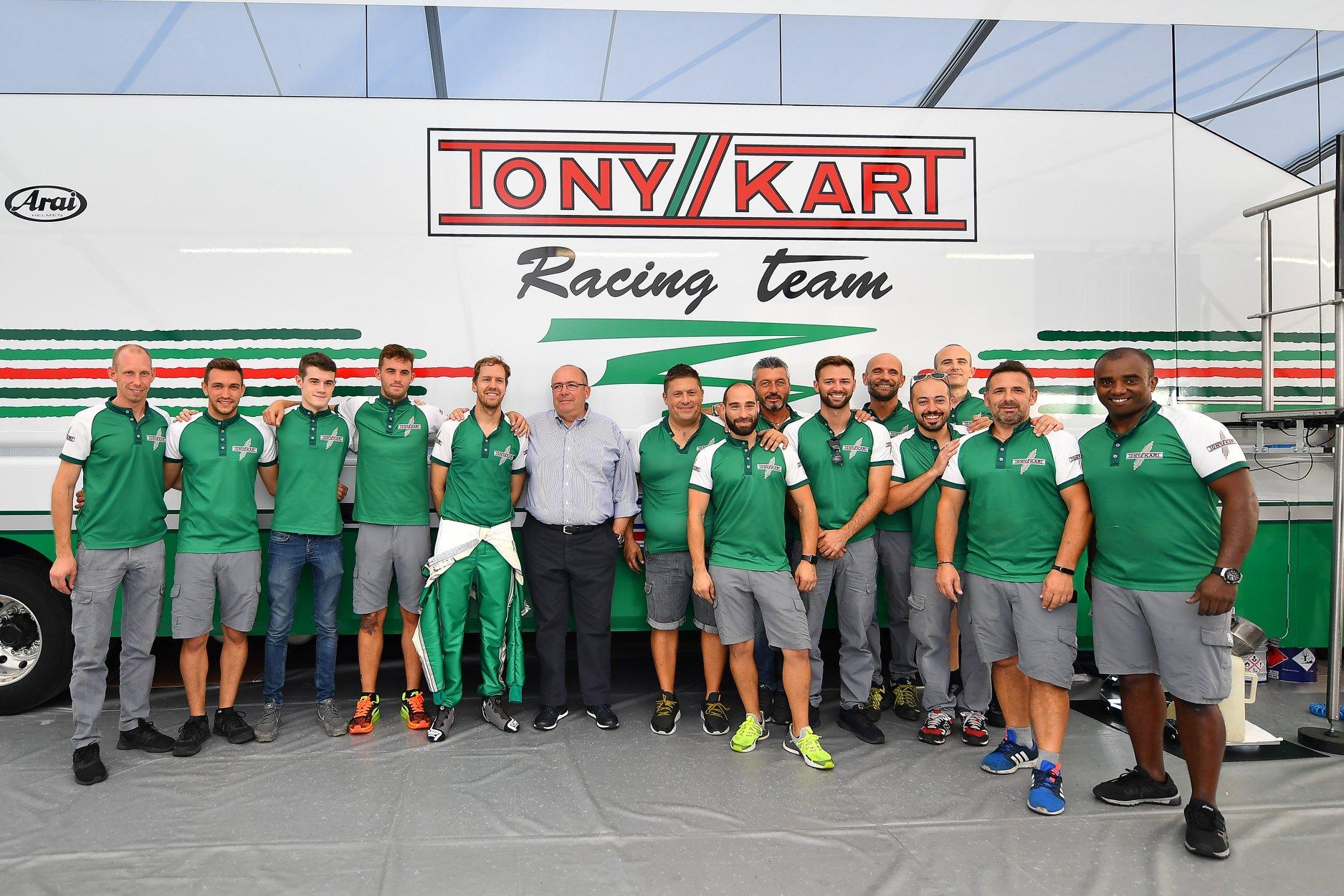 Sebastian_Vettel_testing_Tony_Kart_0011