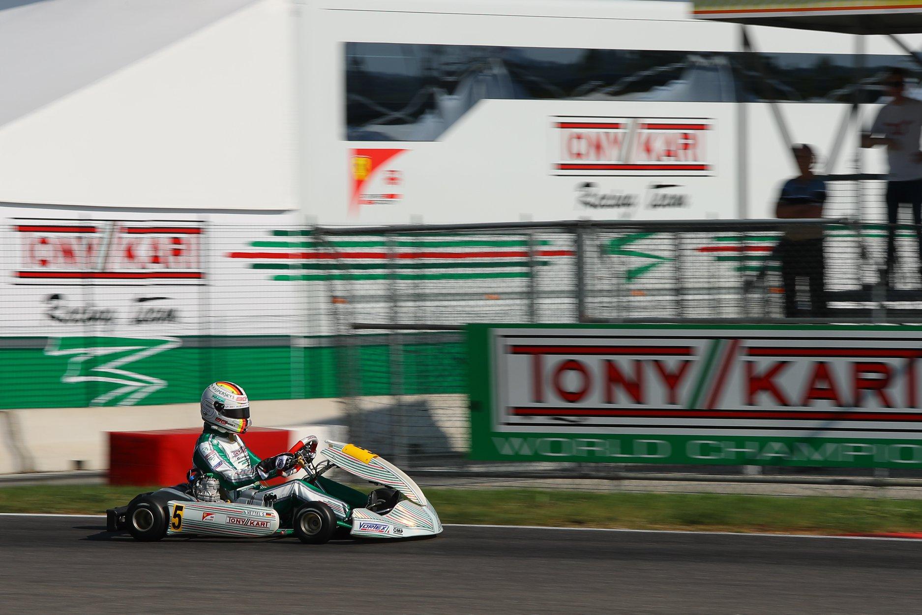 Sebastian_Vettel_testing_Tony_Kart_0012