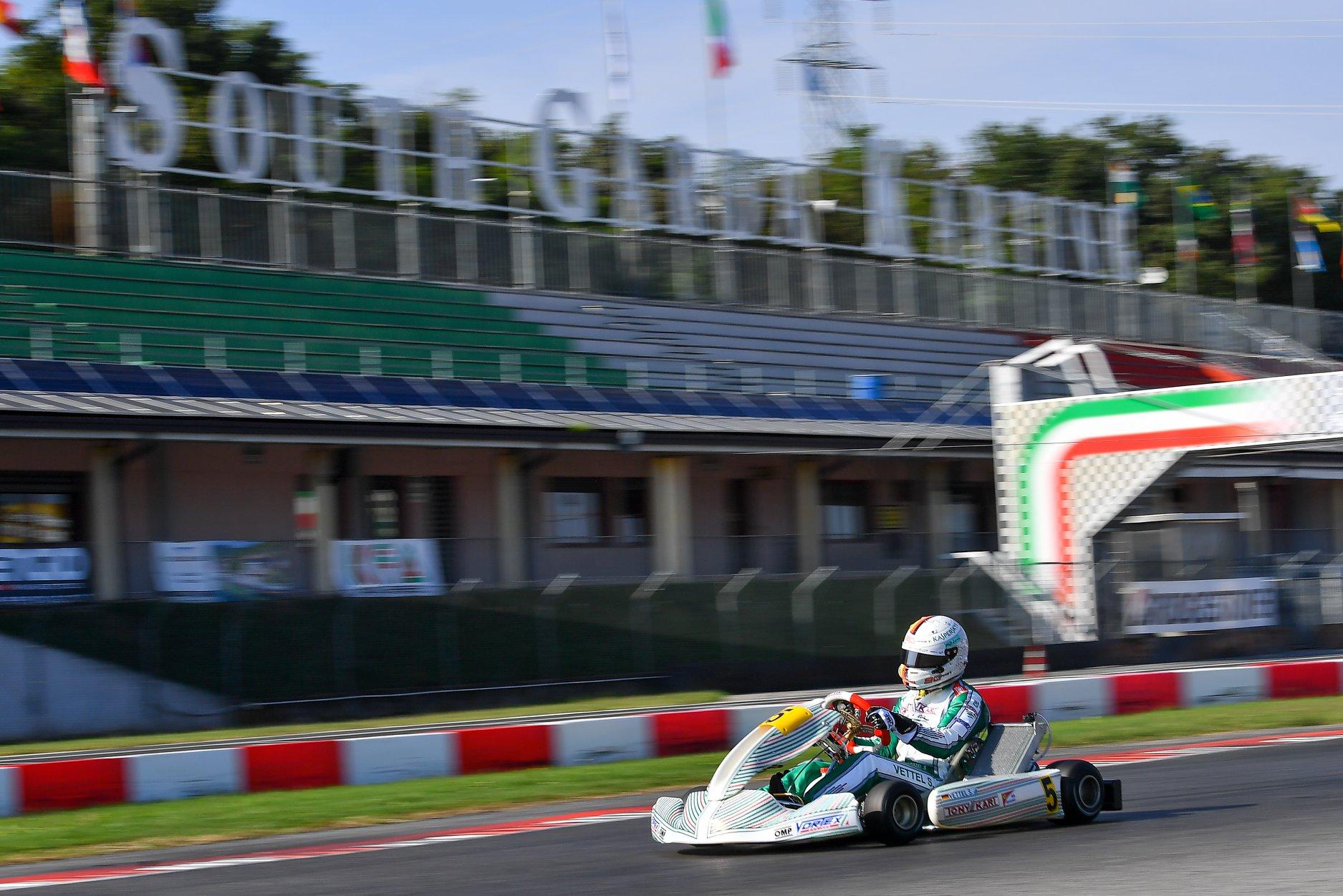 Sebastian_Vettel_testing_Tony_Kart_0013