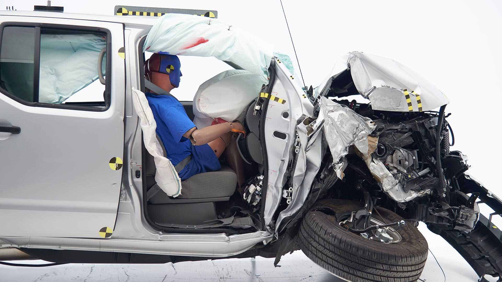 2019-nissan-frontier-crew-cab-crash-test (2)