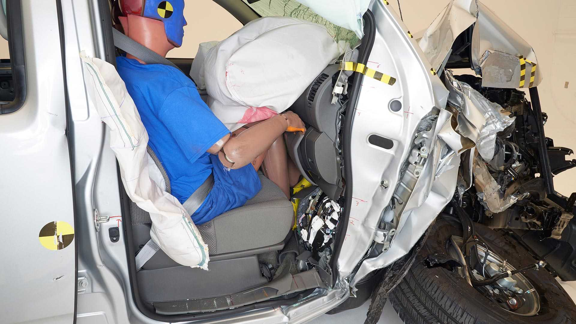 2019-nissan-frontier-crew-cab-crash-test (3)