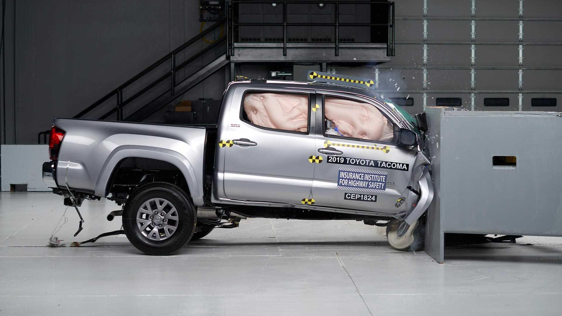2019-toyota-tacoma-double-cab-crash-test (1)