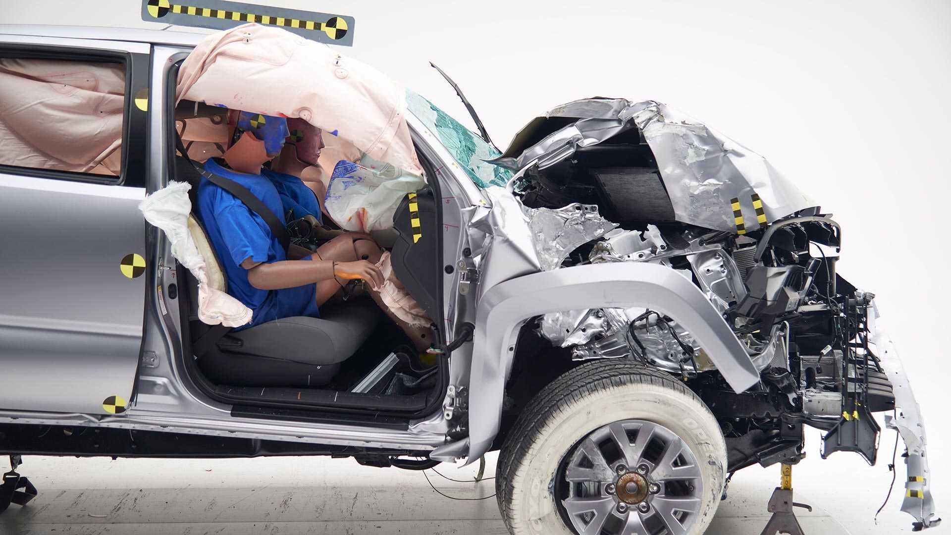 2019-toyota-tacoma-double-cab-crash-test (2)