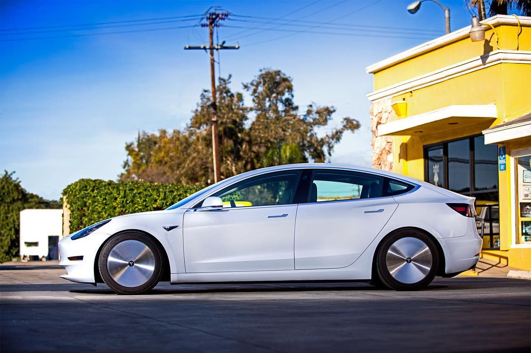 Tesla Model 3 with aerodynamic wheels (2)