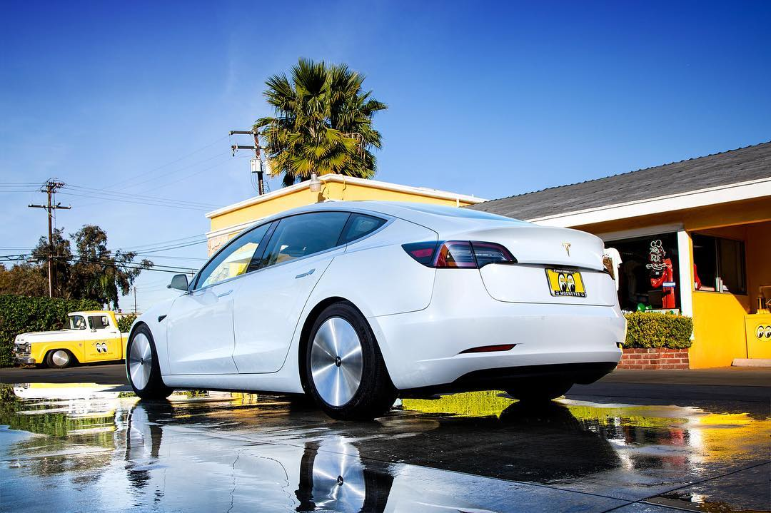 Tesla Model 3 with aerodynamic wheels (3)
